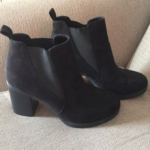 (1339). American Eagle ankle boots.  Size 9